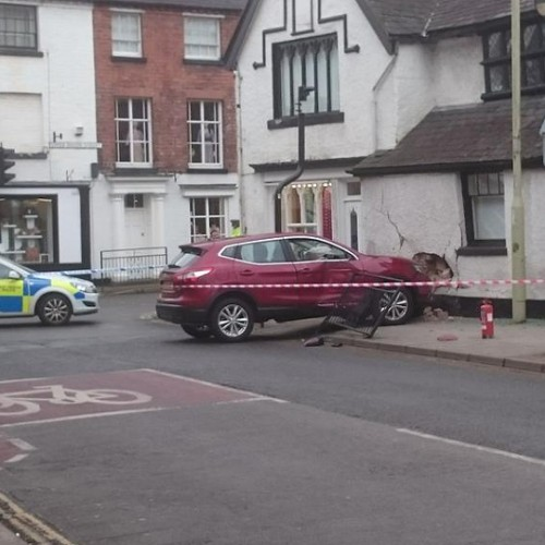 Car collides with building causing gas leak in Oswestry