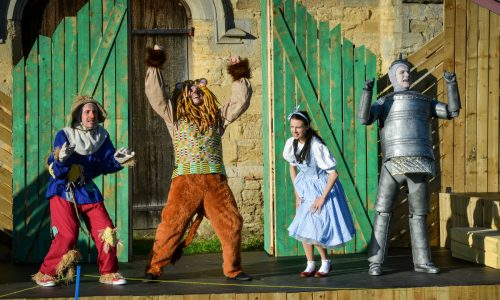See the Wizard of Oz by the Immersion Theatre Company at Dearnford Lake