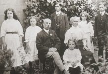 old-family-photo-family-connection-search