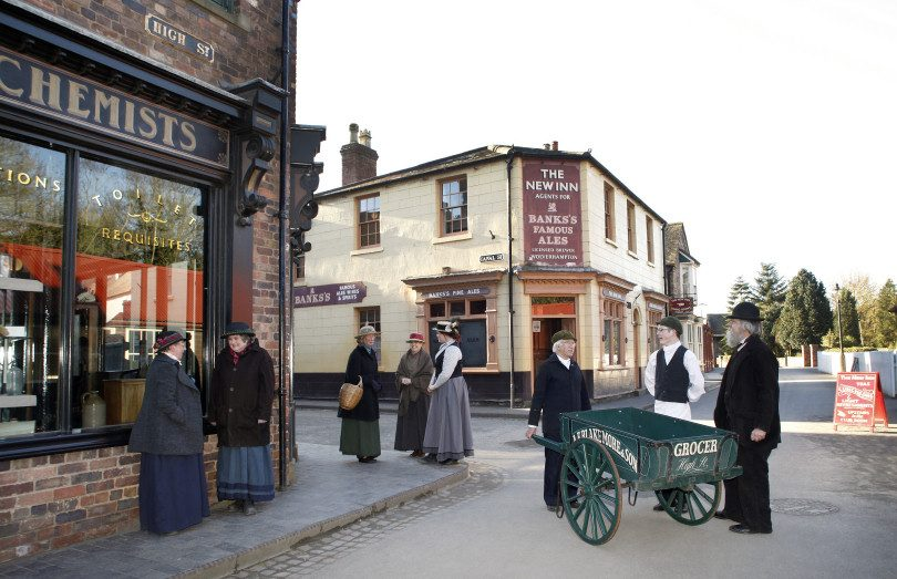 Blists Hill Victorian Town, residents outside New Inn