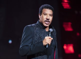 Lionel Richie Comes To Shrewsbury - Photo Alan Silfen Photography