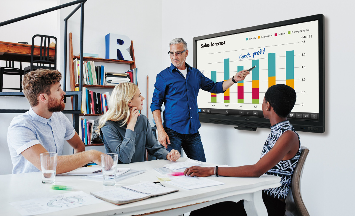BIG PAD is an innovative interactive whiteboard range that offers a natural writing experience