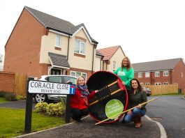Sharon Taylor of Galliers Homes, Kate Thomas of Macmillan Cancer Research and Jayne Davies of the coracle championship