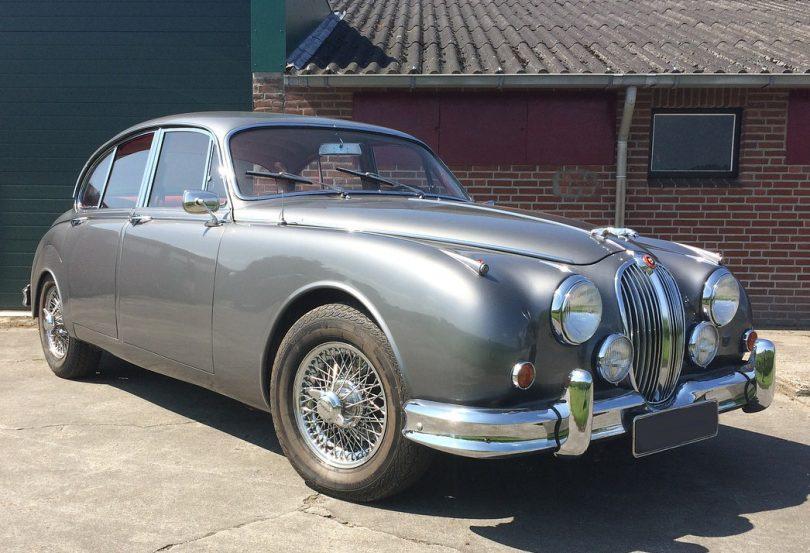 A Jaguar Mk 2