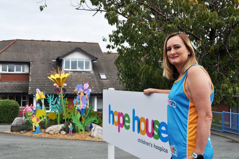 Amanda will run the Virtual London Marathon in support of Hope House Children's Hospice.