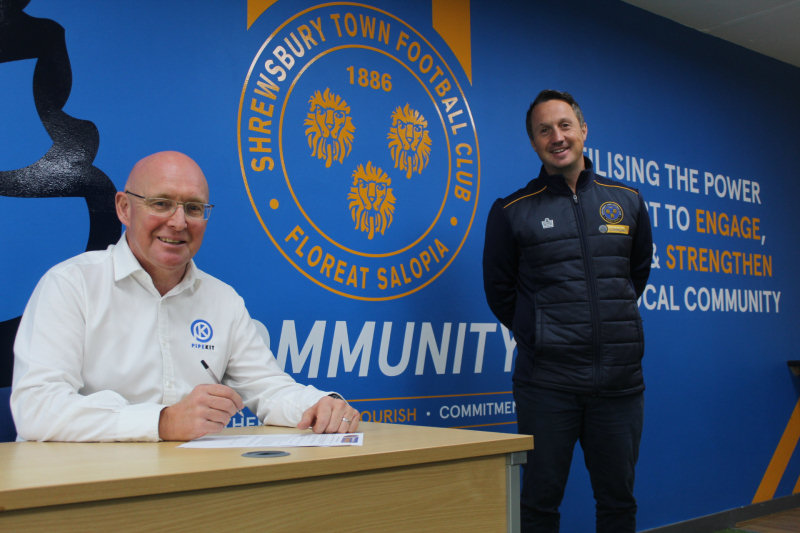Martyn Rowlands putting pen to paper and Jamie Edwards CEO at STITC