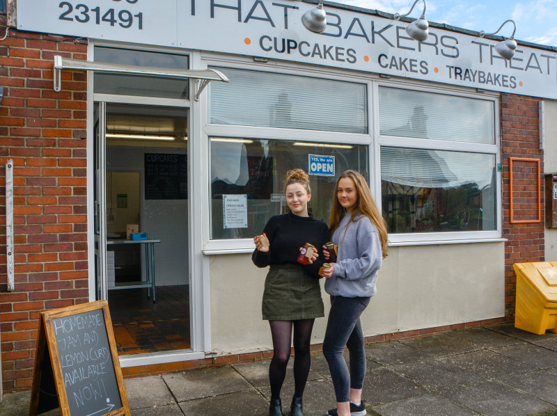 Bethany Beeson and Chloe Cornall of That Bakers Treat