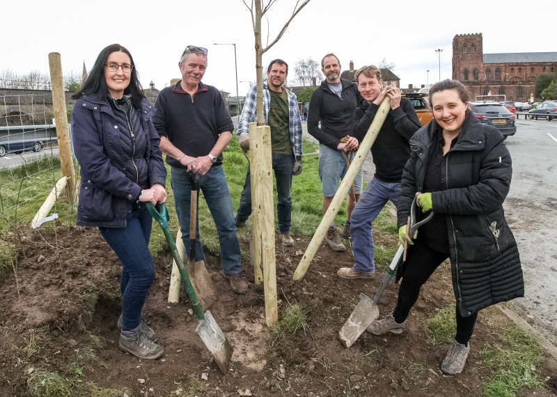 Mary Davies, David Mansfield, Dan Wrench, Tom Supple, Brendan Tuer and Cllr Hannah Fraser planting a London Plane tree at Old Potts Way