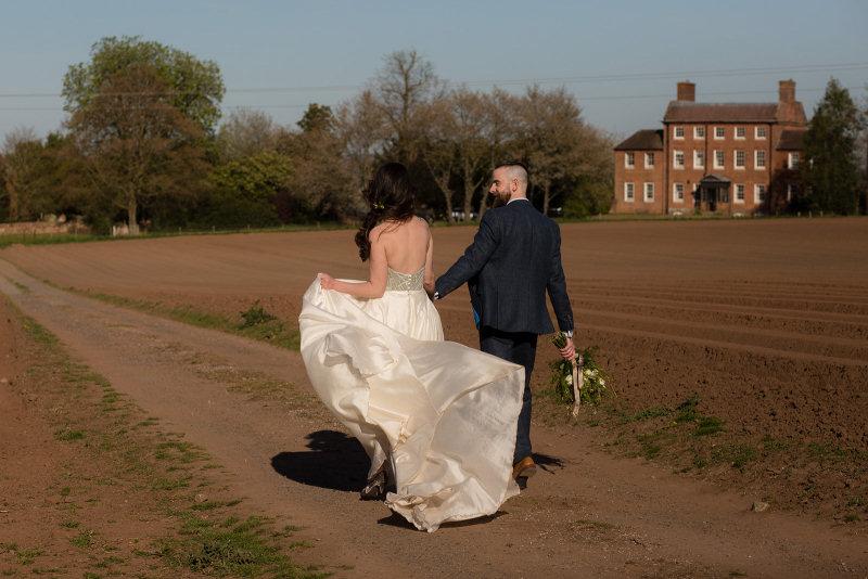 Country lane walk to Stockton House