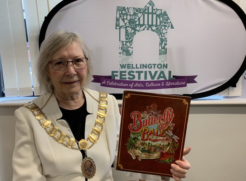 The Mayor of Wellington with her chosen book