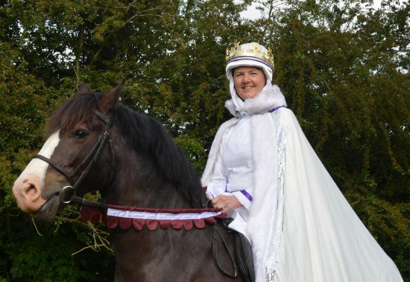 Fizzgigs Market Charter Queen Joan seen riding Keincaled