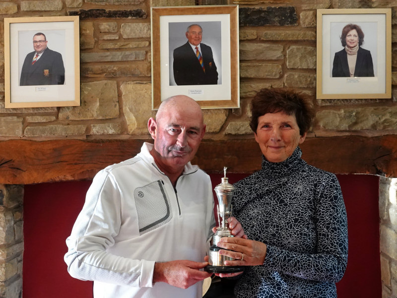 Winners - Mark Hogan and Suzanne Huxley. Photo: Mike Purnell